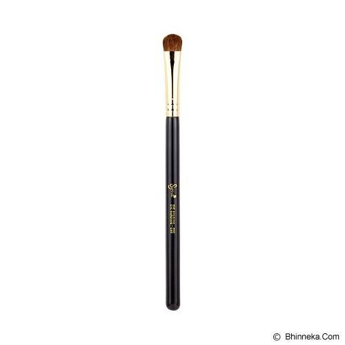SIGMA BEAUTY E55 Eye Shading 18K Gold - Kuas Make-Up