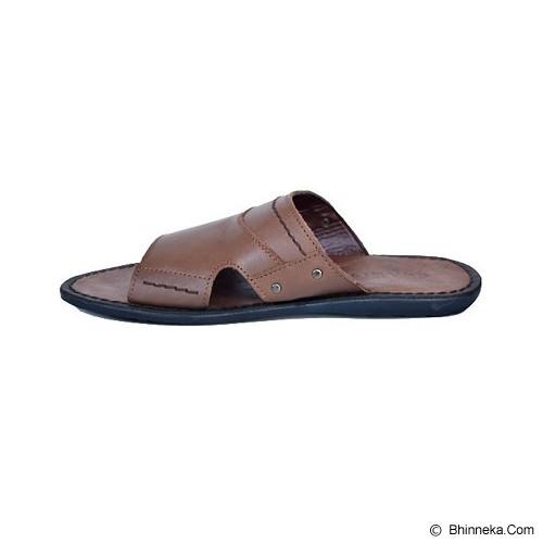 CLARITY Sandal Size 43 [BQ1065] - Brown - Sandal Casual Pria