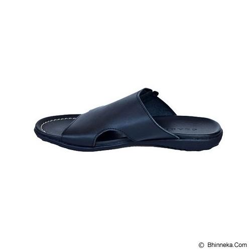 CLARITY Sandal Size 42 [BQ1167] - Black - Sandal Casual Pria
